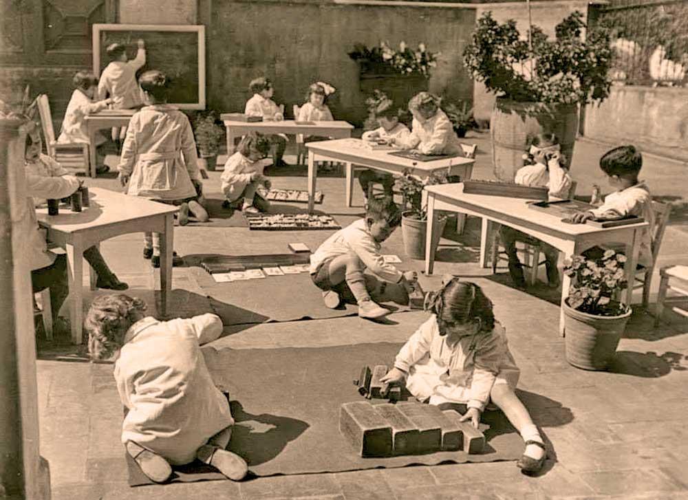 Девиз обучения по системе Марии Монтессори: «Помоги мне это сделать самому»