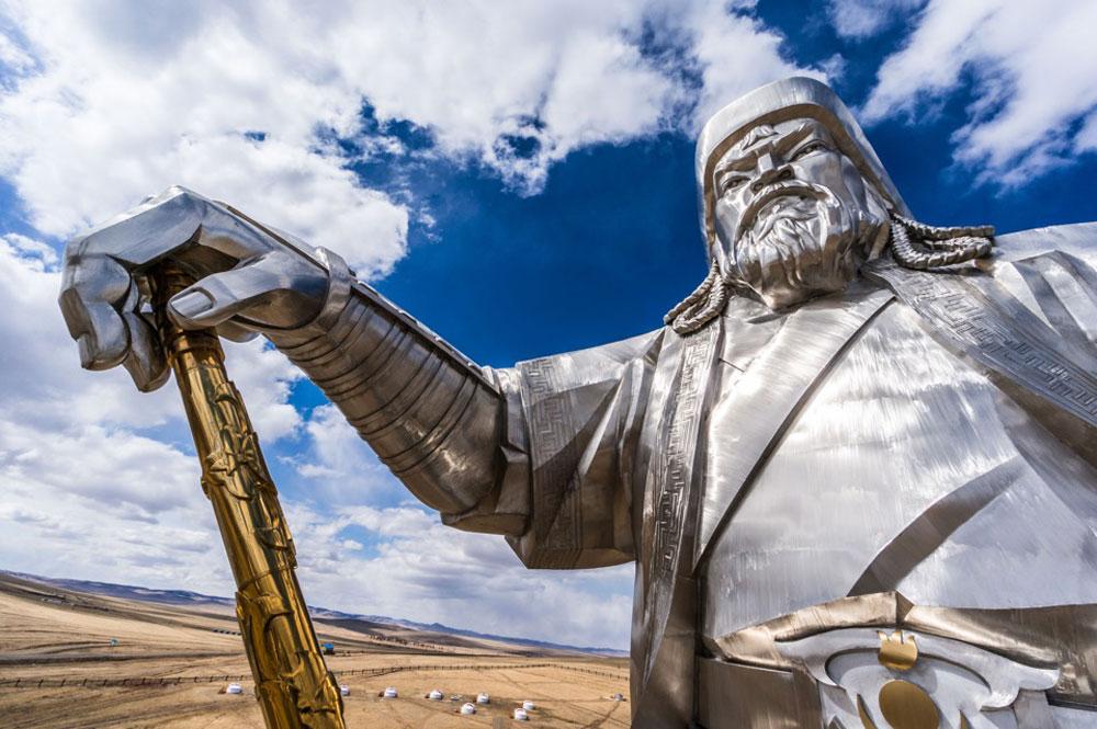 Памятник Чингисхану — национальный символ Монголии