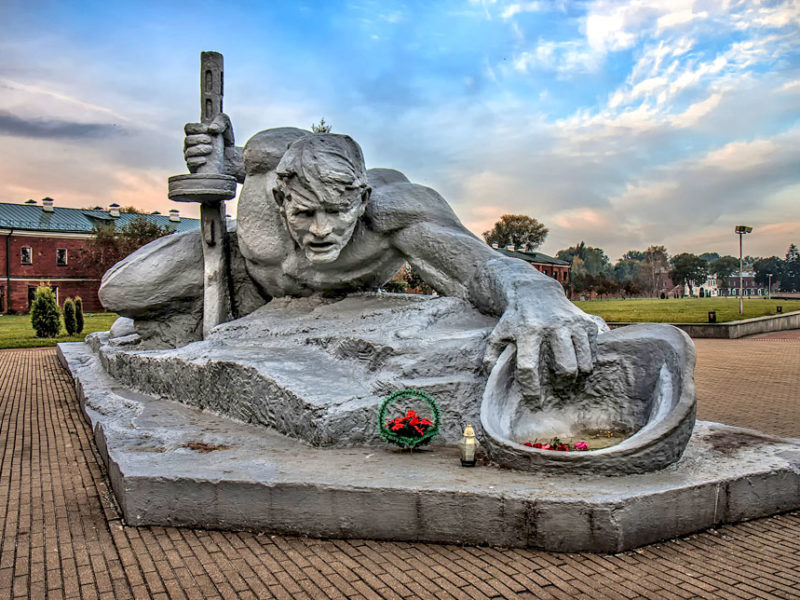 Скульптура «Жажда», Брестская крепость