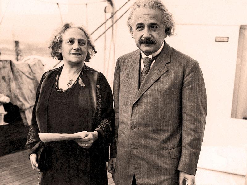 Альберт Эйнштейн и его вторая жена Эльза Ловенталь